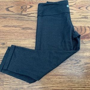 Lululemon black cropped yoga pants